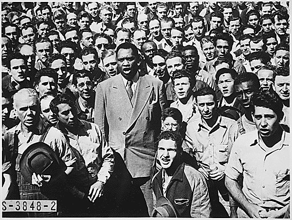 Paul Robeson leading shipyard workers in singing the Star-Spangled Banner, September 1942.