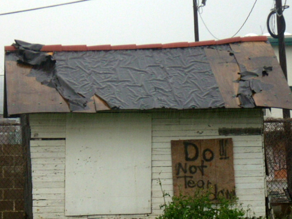 """Do Not Tear Down"" sign on a house left behind by the owner."