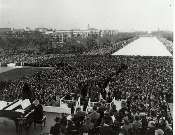 Marian Anderson performance at the Lincoln Memorial.
